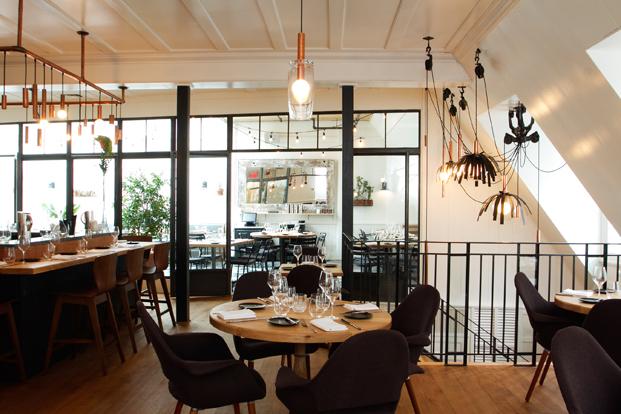 Laurea interoir dining room